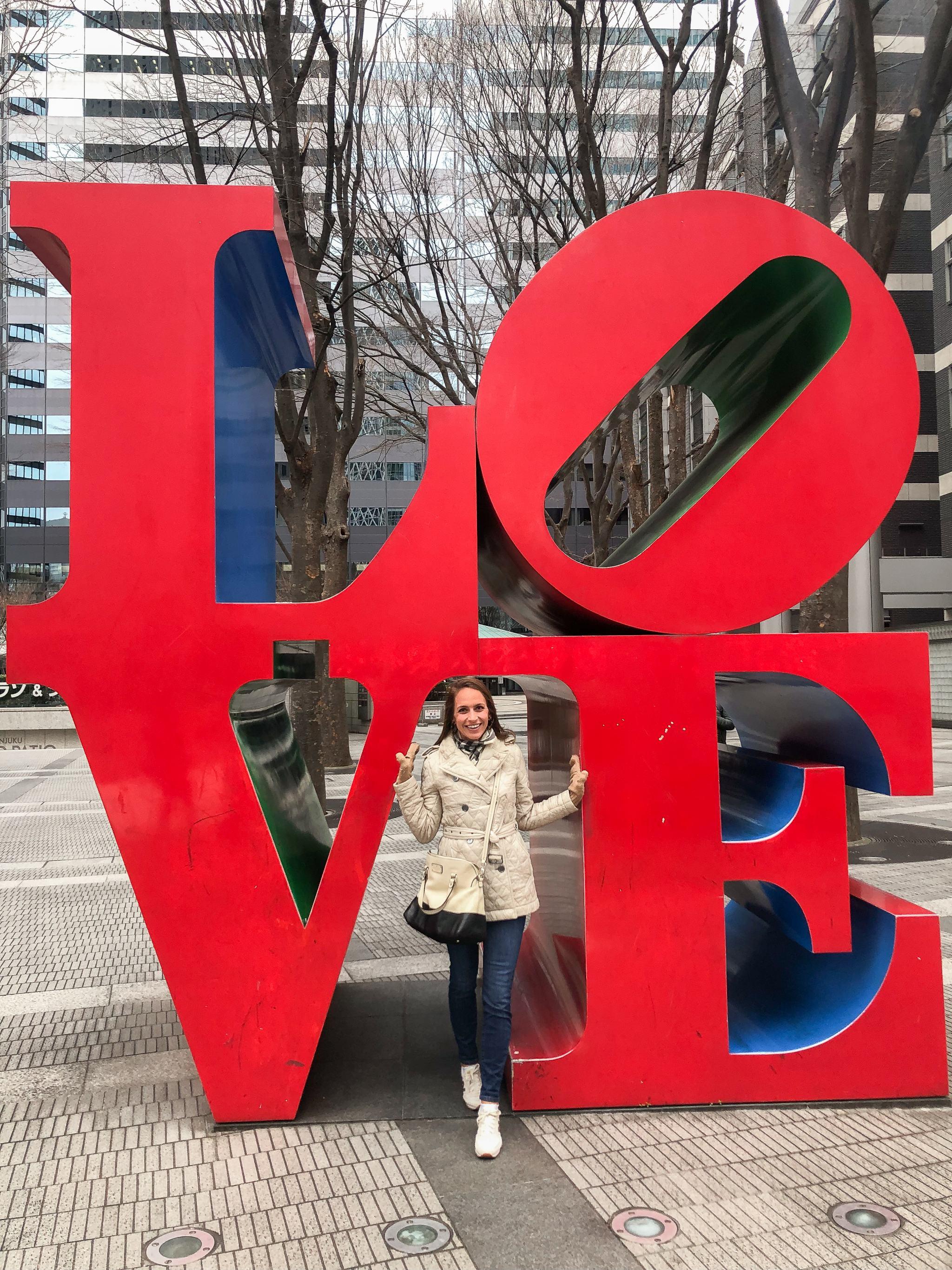Shinjuku - Tokyo - traveling in Tokyo - what to see in Japan - Shinjuku love statue