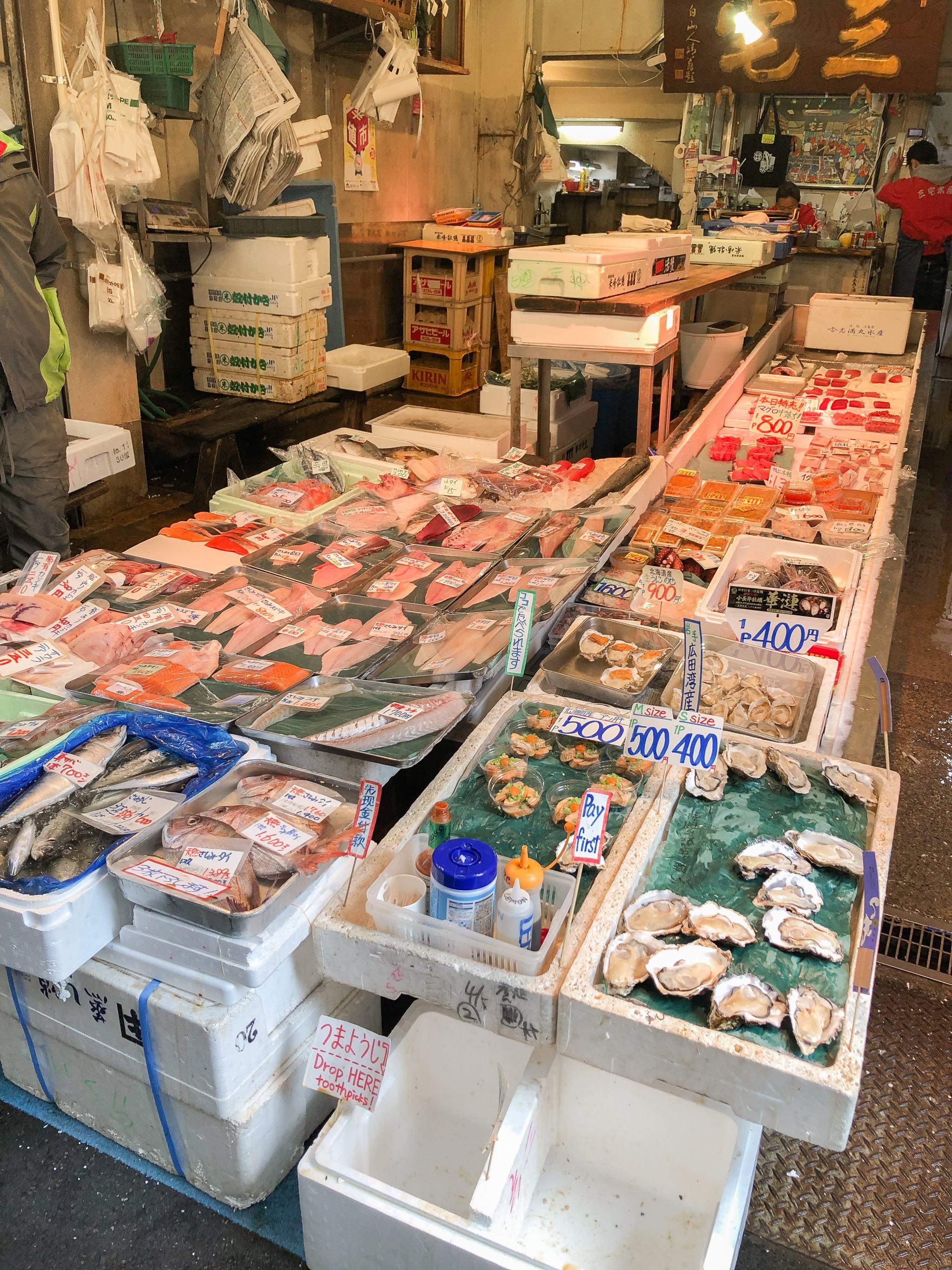 Tsuki ji fish market - fish market in Tokyo - Tokyo fish market - Tokyo fresh seafood - things to see in Tokyo - Tokyo sightseeing