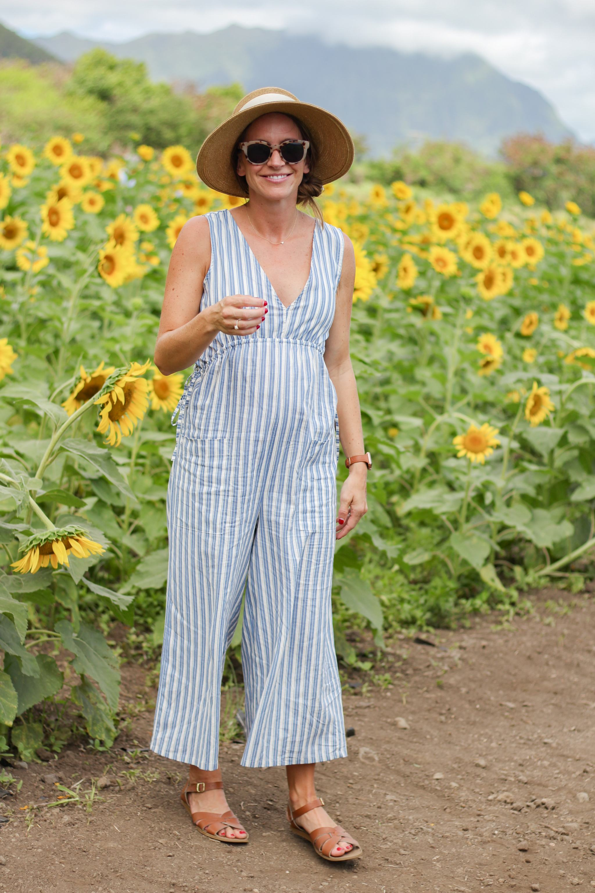 Waimanalo Country Farms sunflowers - zara jumpsuit - maternity style - pregnancy style - 2nd trimester style - sun hat with bow - tuckernuck sun hat - saltwater sandals - Hawaii - things to do in Hawaii - traveling in Hawaii - hawaii with kids - oahu with kids - sunflower field - sunflowers in hawaii