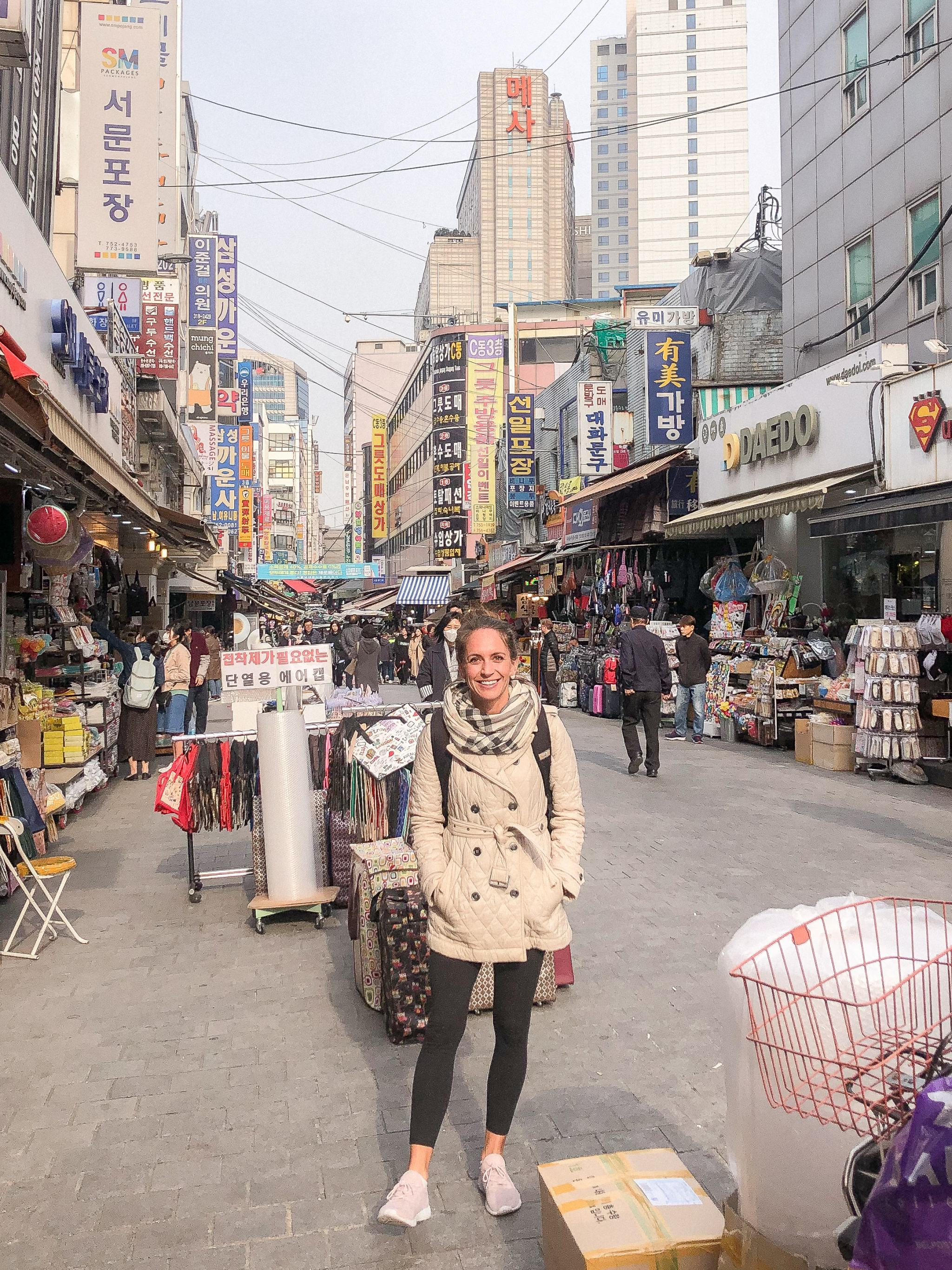 shopping in Seoul - things to do near Yongsan - shopping in Itaewon - things to do in Seoul - things to see in Seoul - traveling in Seoul Korea - traveling in Korea - shopping in Nandaemun Market