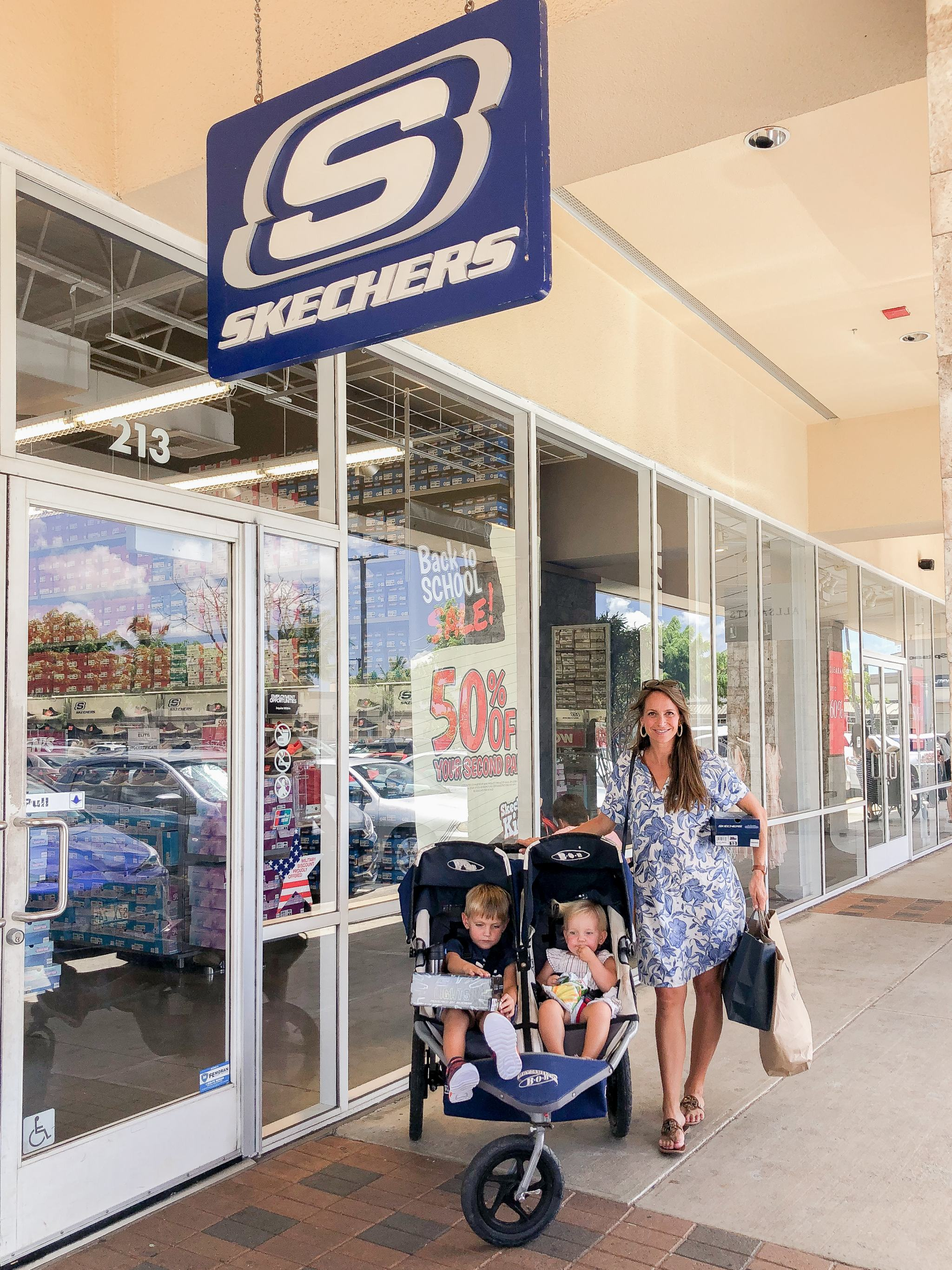 shopping at Waikele Premium Outlets - Simon Center Outlets - outlet mall Hawaii - Oahu outlet mall - back to school shopping Hawaii - outlet mall in hawaii - skechers outlet hawaii