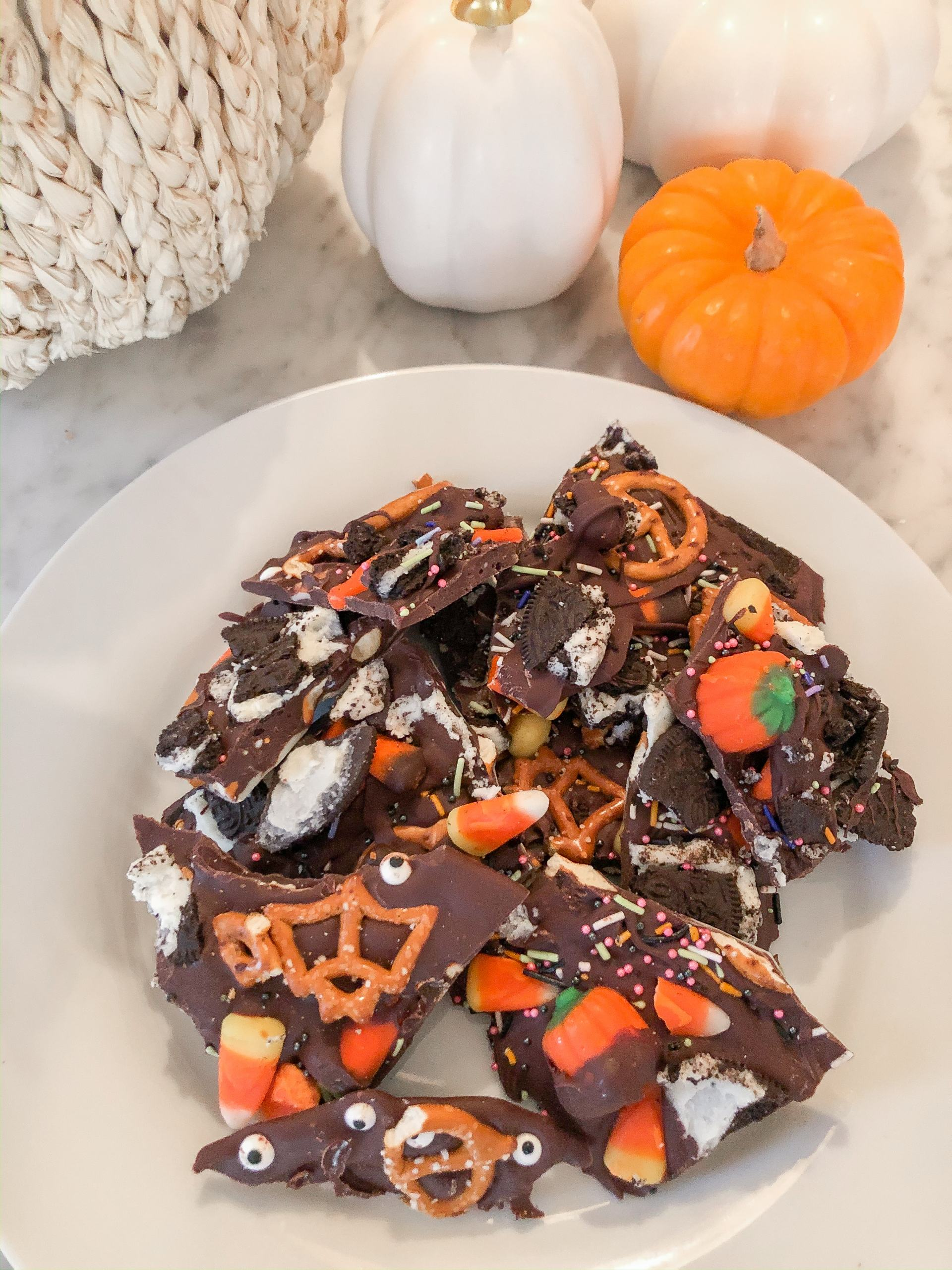 halloween treats to make with kids - halloween candy bark - fall treats - halloween activities with toddlers