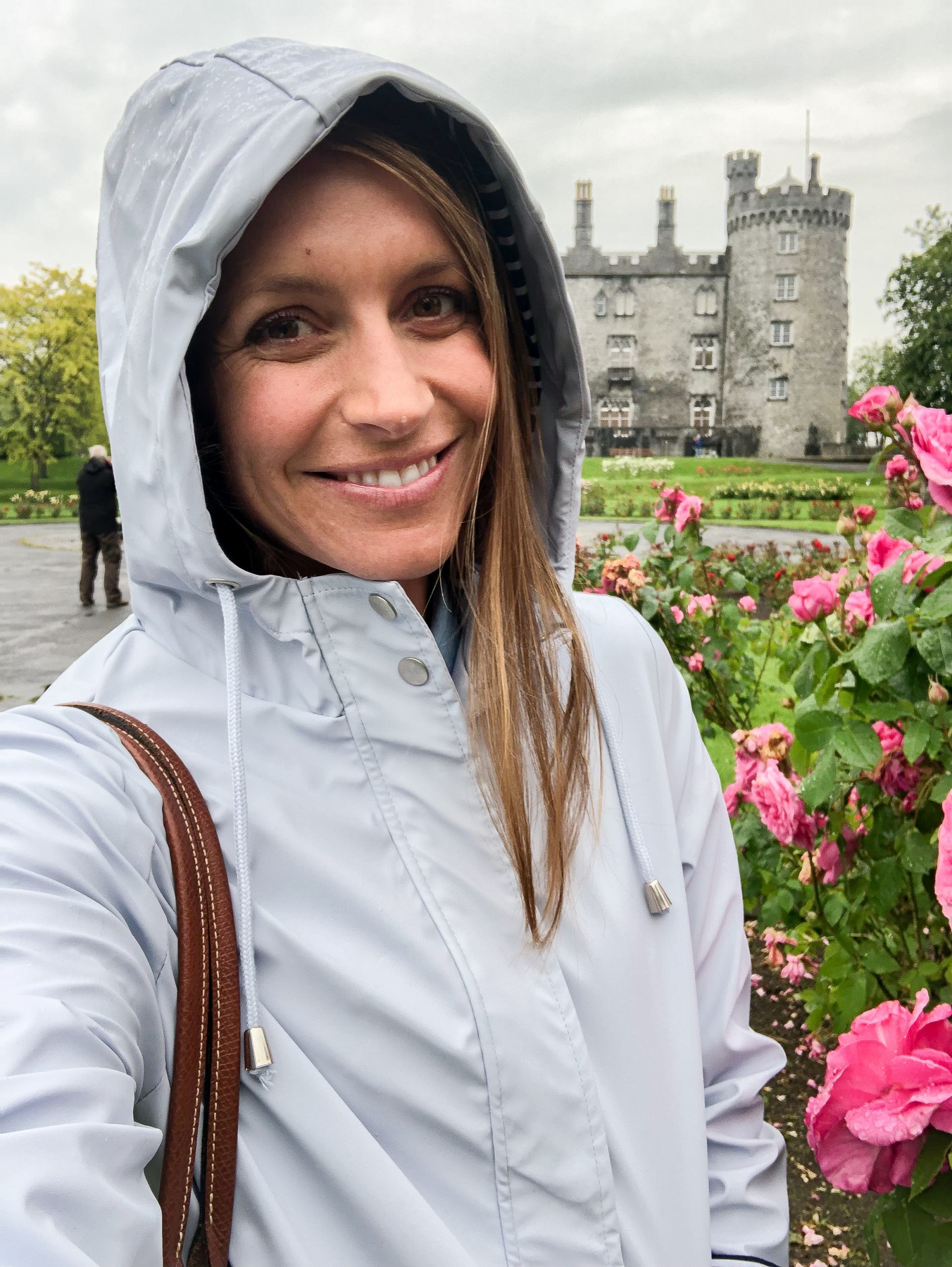 traveling in ireland - travel style - travel outfit inspo - kilkenny castle