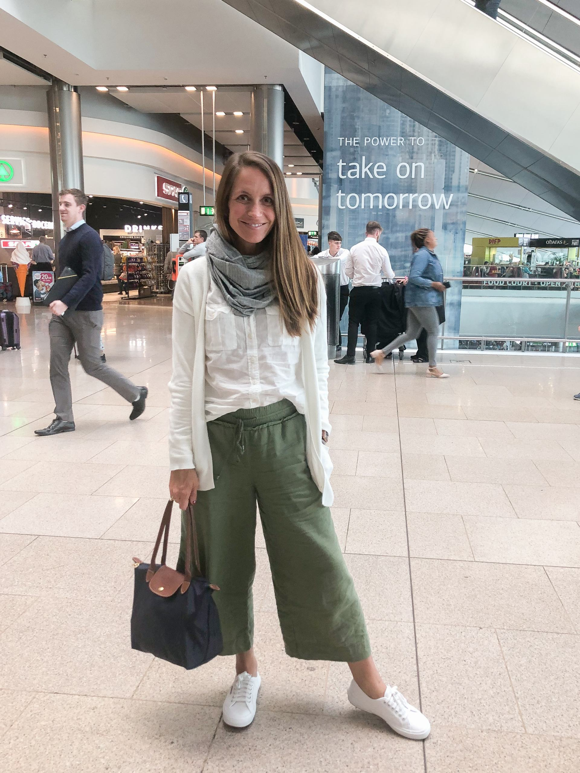 traveling in ireland - travel style - travel outfit inspo - cliffs of moher