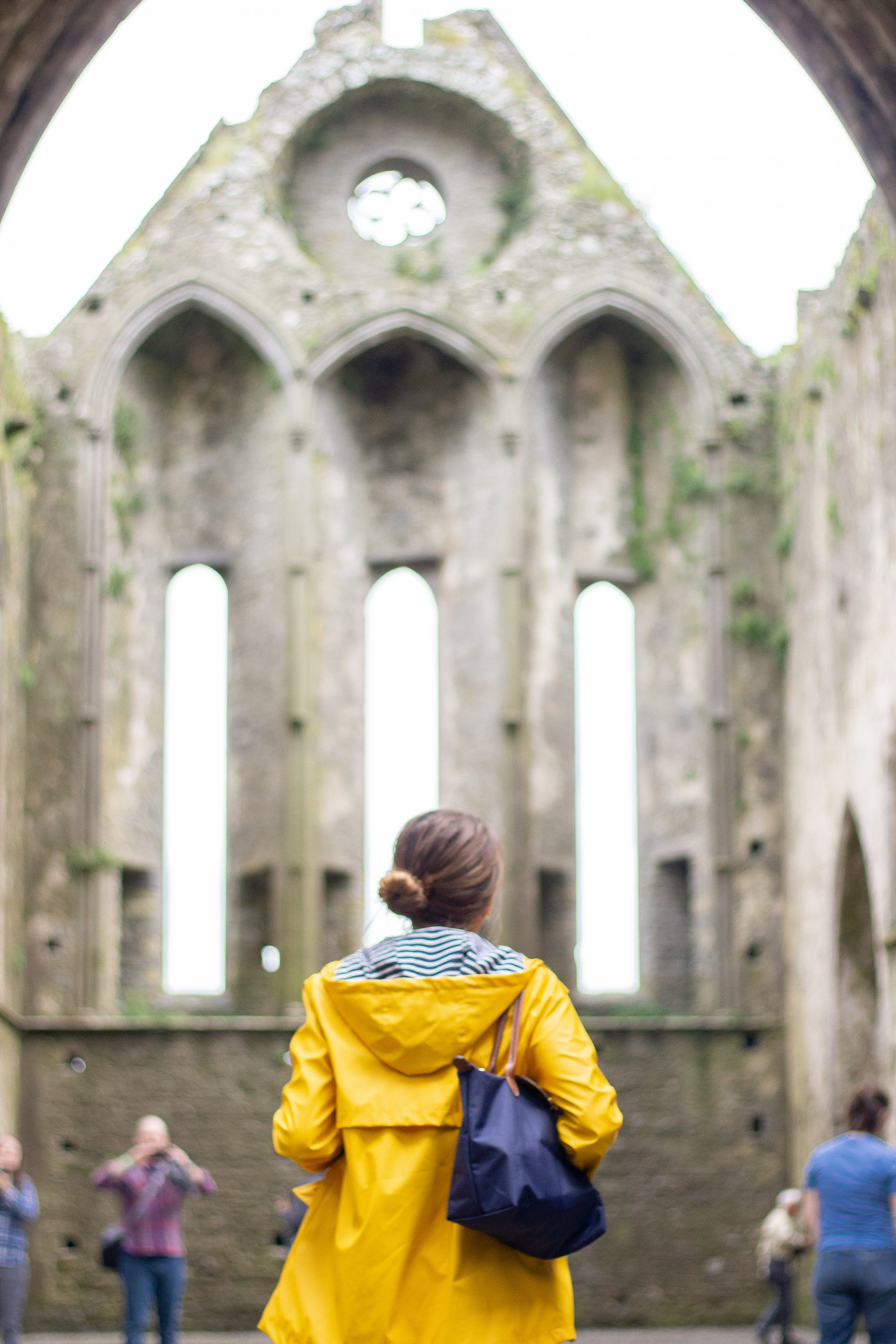 yellow rain jacket - rock of cashel - traveling in Ireland