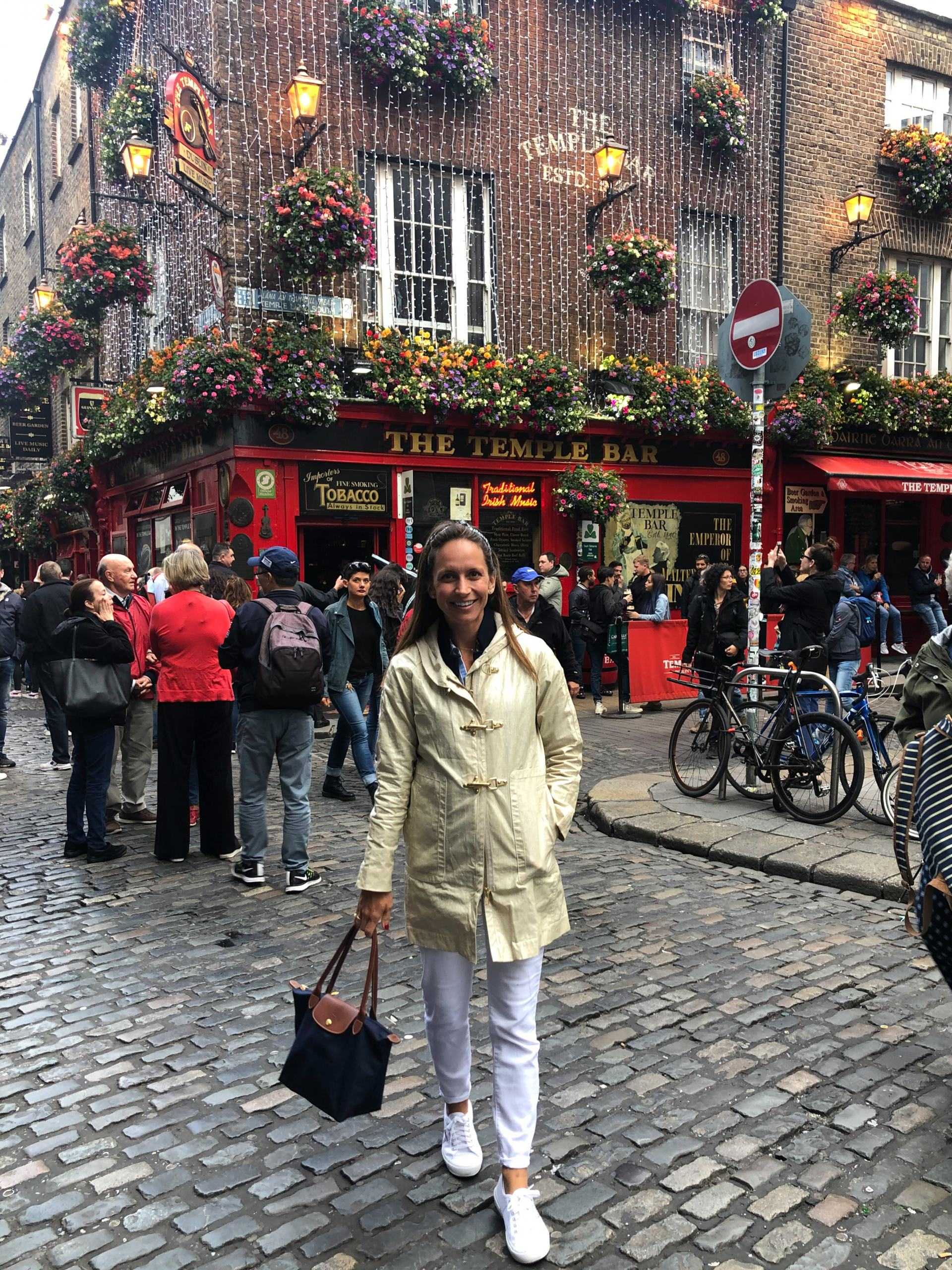 dublin - traveling in ireland - travel style - travel outfit inspo - temple bar