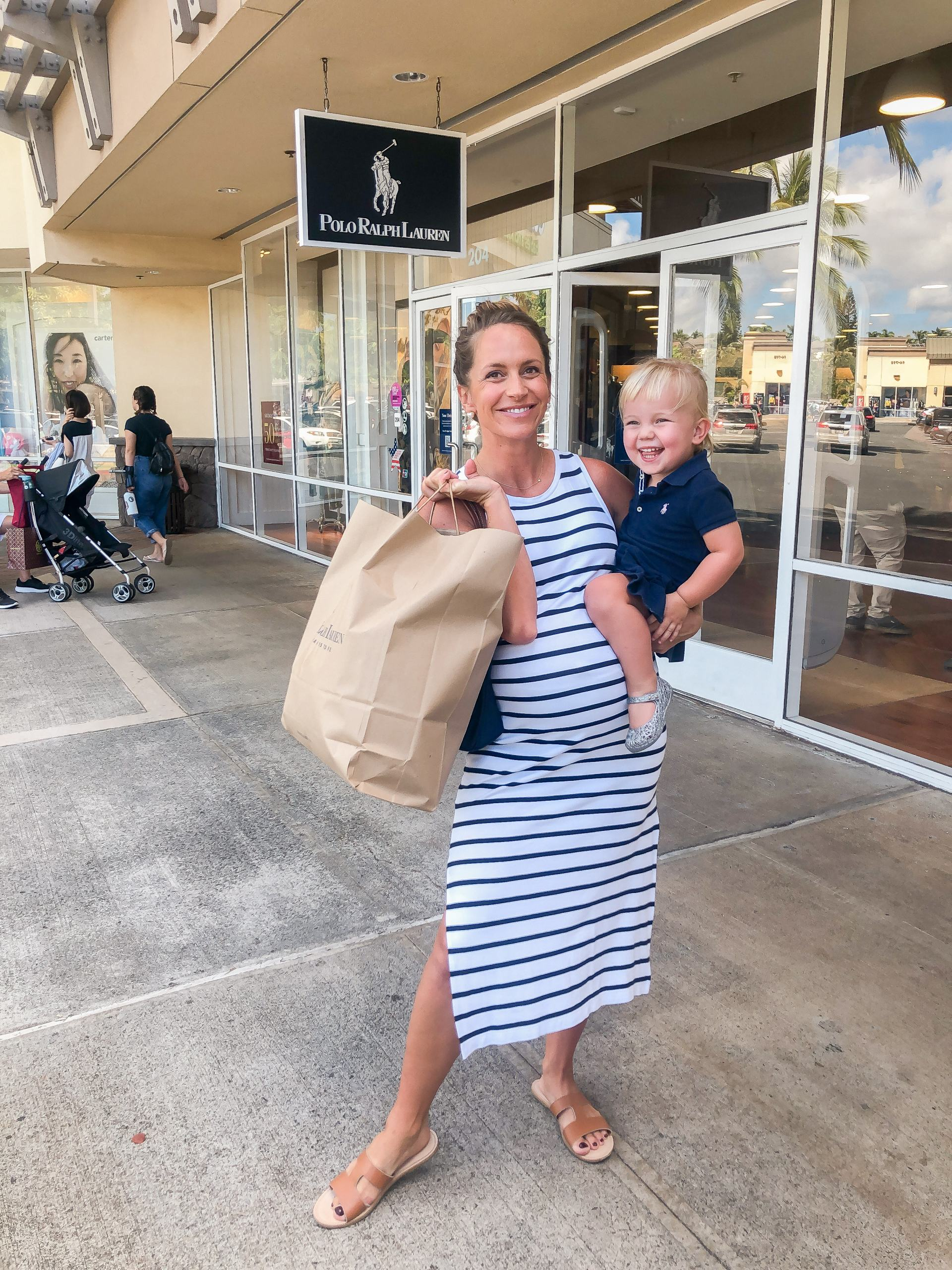 holiday ready waikele premium outlets - shopping at Waikele Premium Outlets - Simon Center Outlets - outlet mall Hawaii - Oahu outlet mall - holiday shopping Hawaii - outlet mall in hawaii - polo ralph lauren outlet hawaii - pregnancy style - maternity style - 33 weeks pregnant