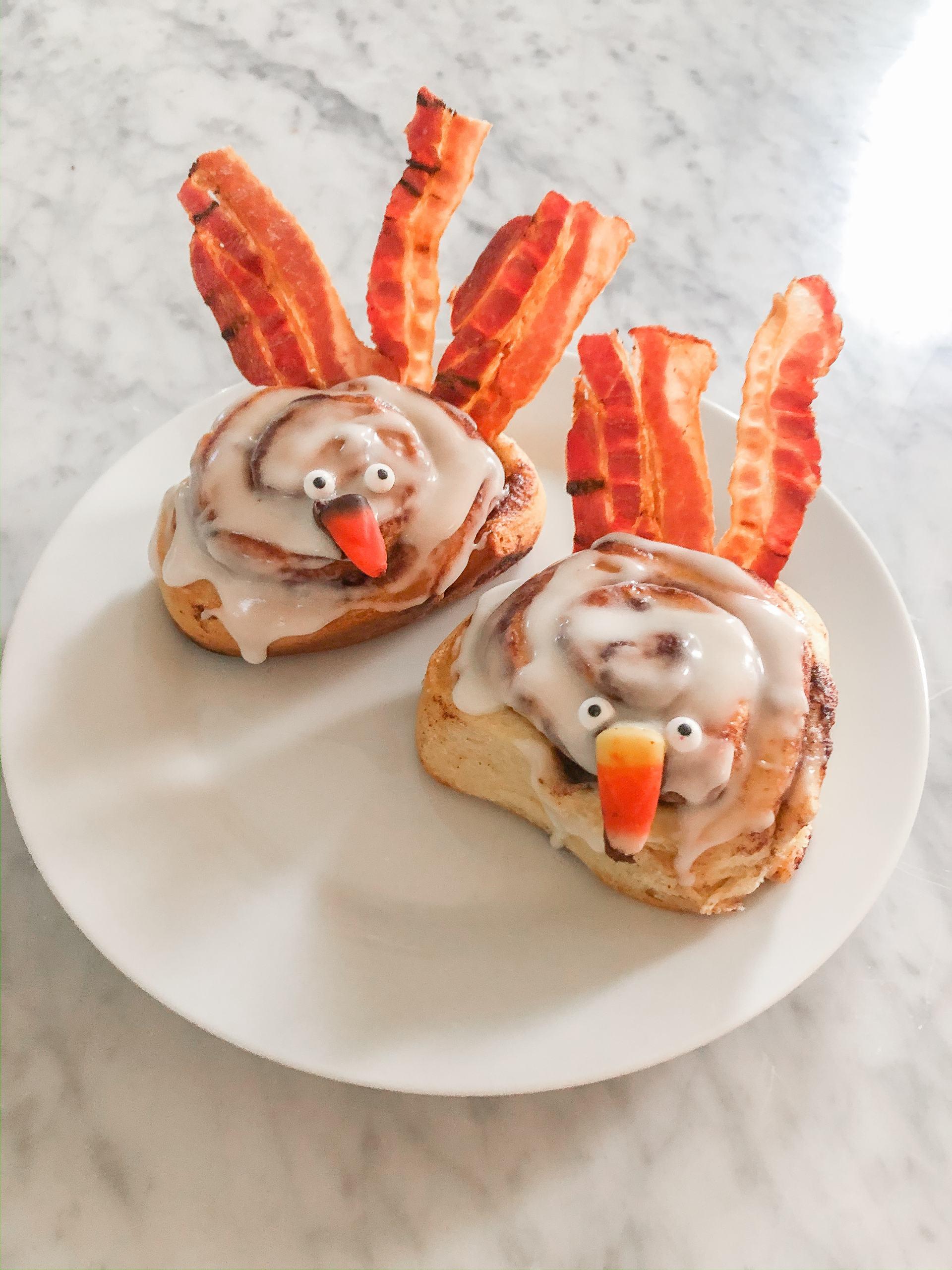 toddler thanksgiving activity - thanksgiving breakfast idea - toddler thanksgiving activities - cinnamon roll turkey