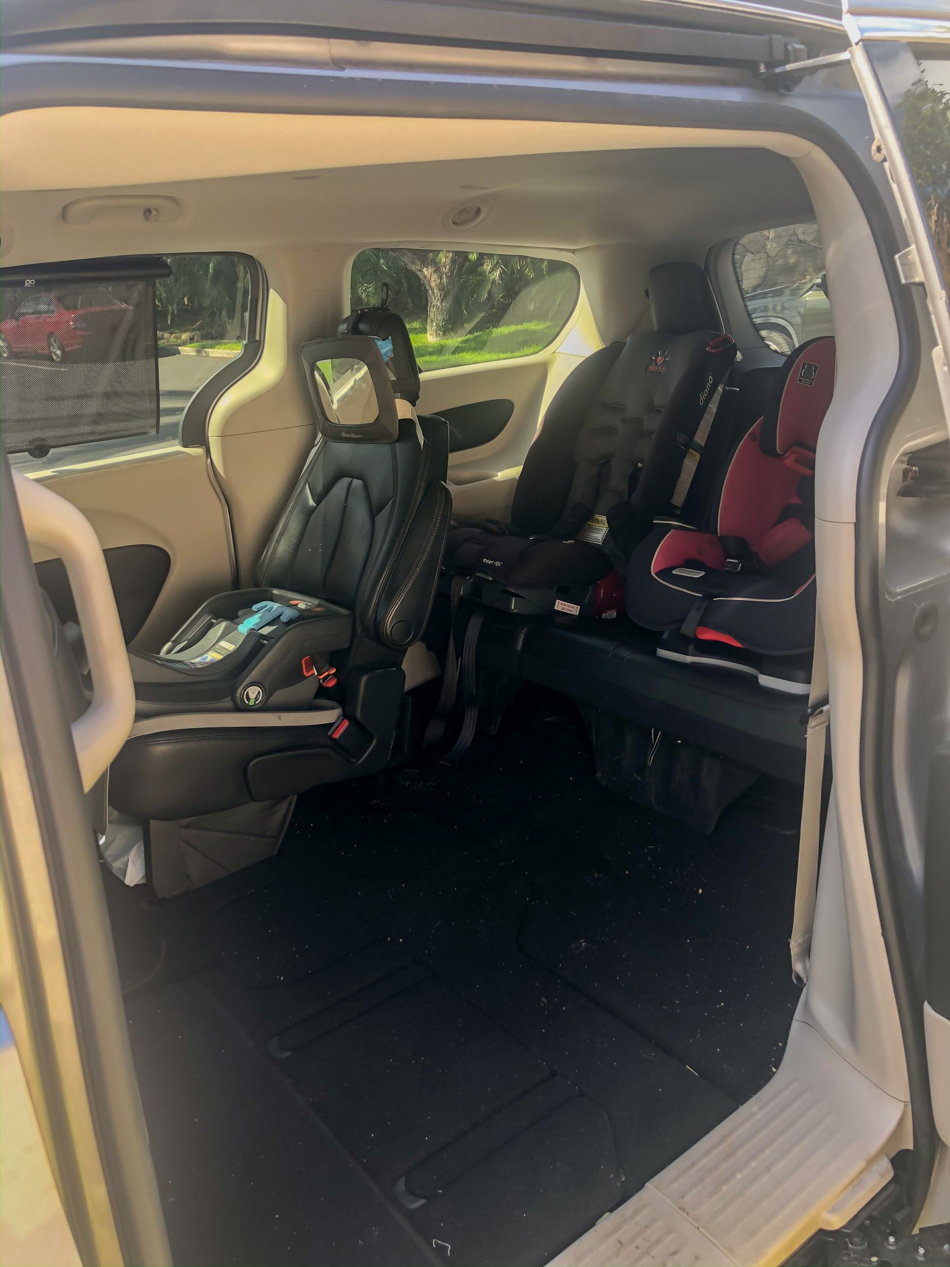 minivan with three kids - car seat configuration with three kids - mom hacks