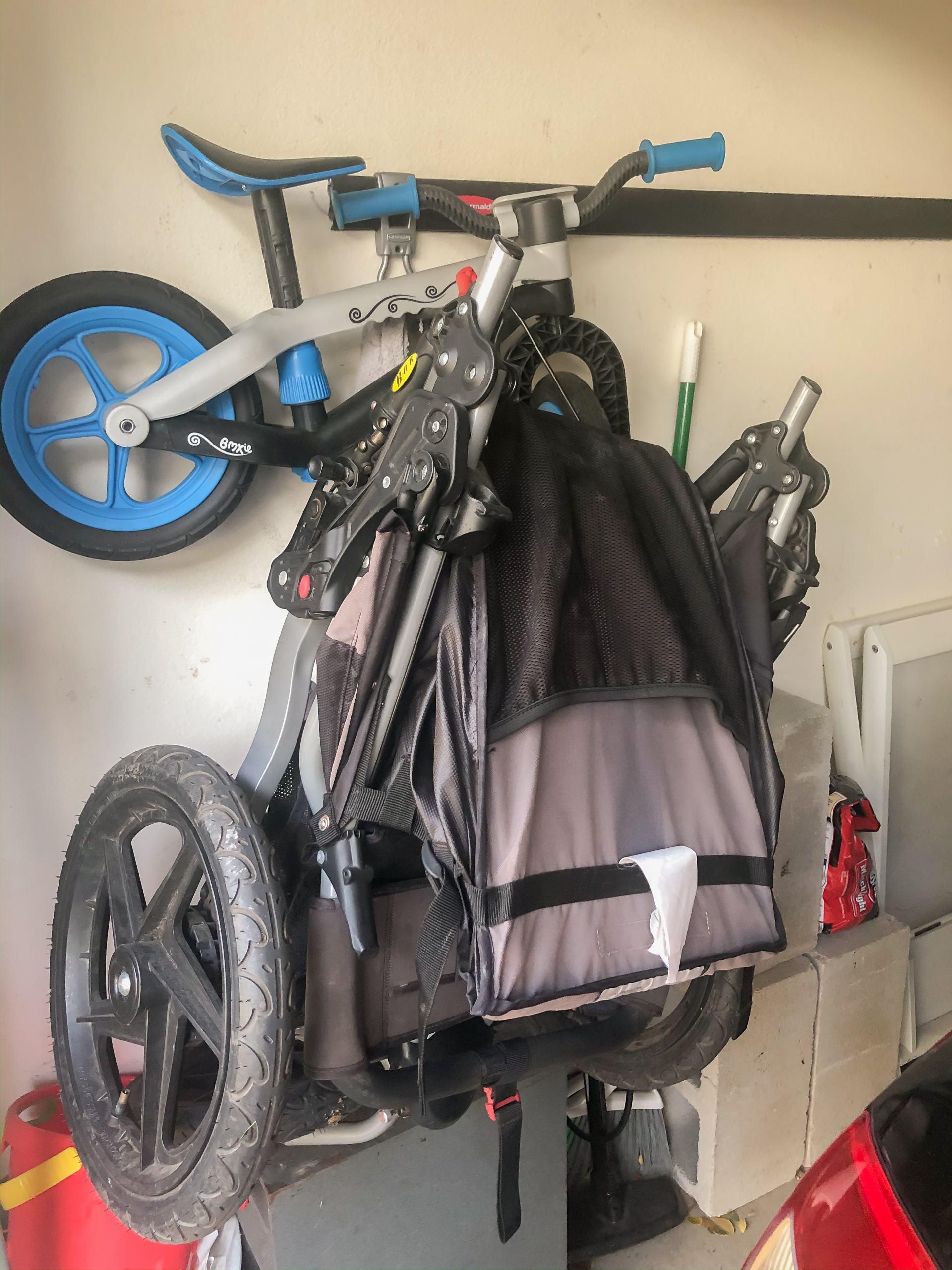 hanging bob - hanging jogging stroller - jogging stroller storage