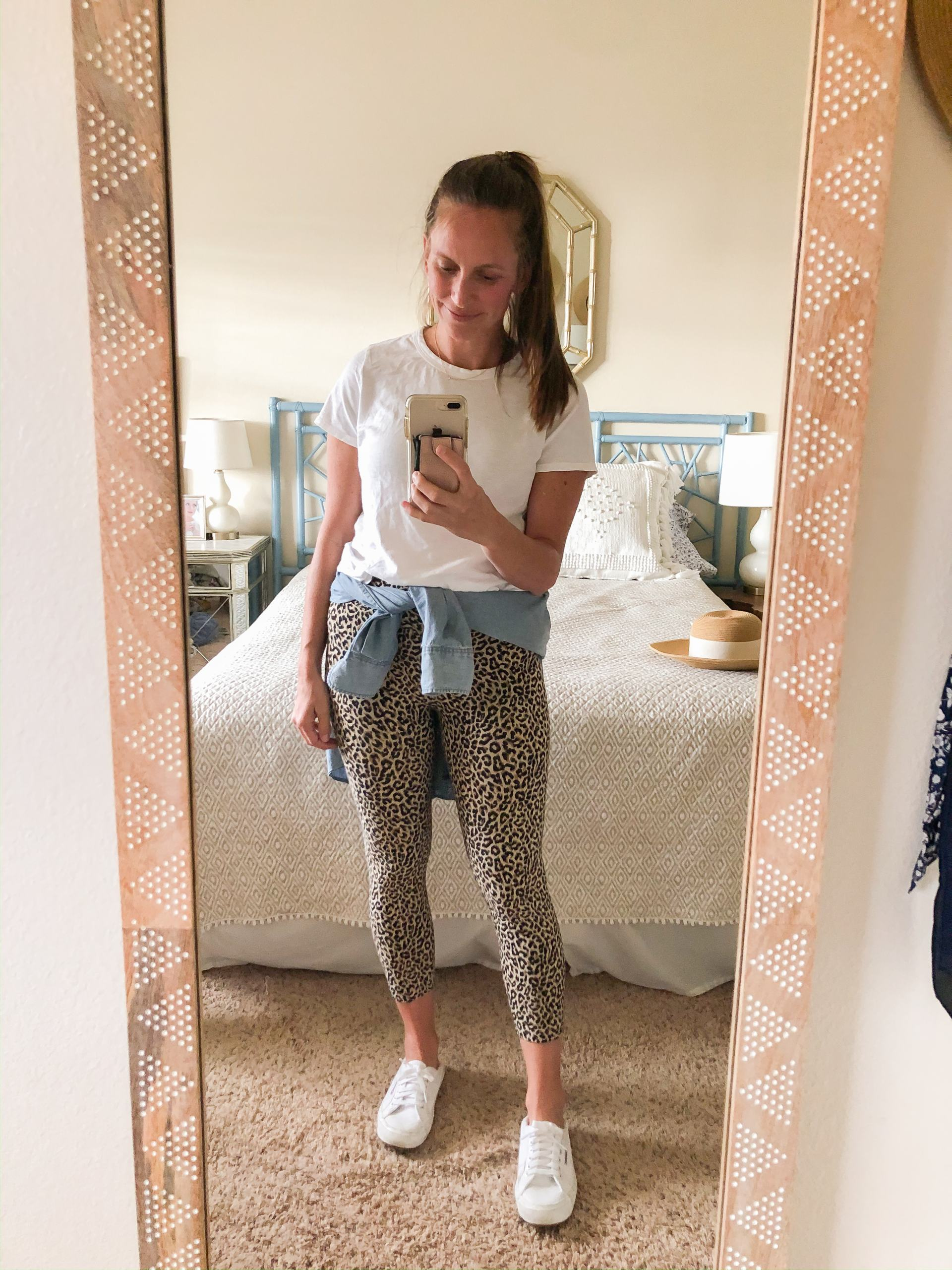 leopard leggings - leopard print leggings - athleisure spring outfit - mom friendly outfit ideas