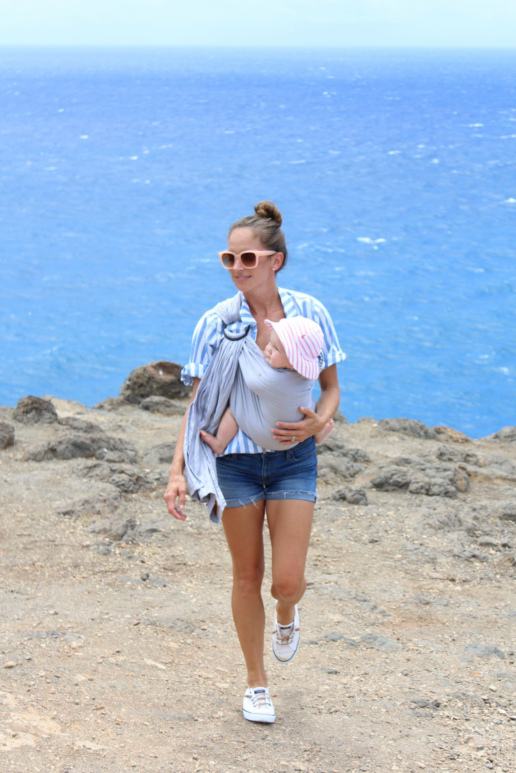 makapuu light house trail - travel blogger - hawaii blogger- wild bird ring sling - photography tips