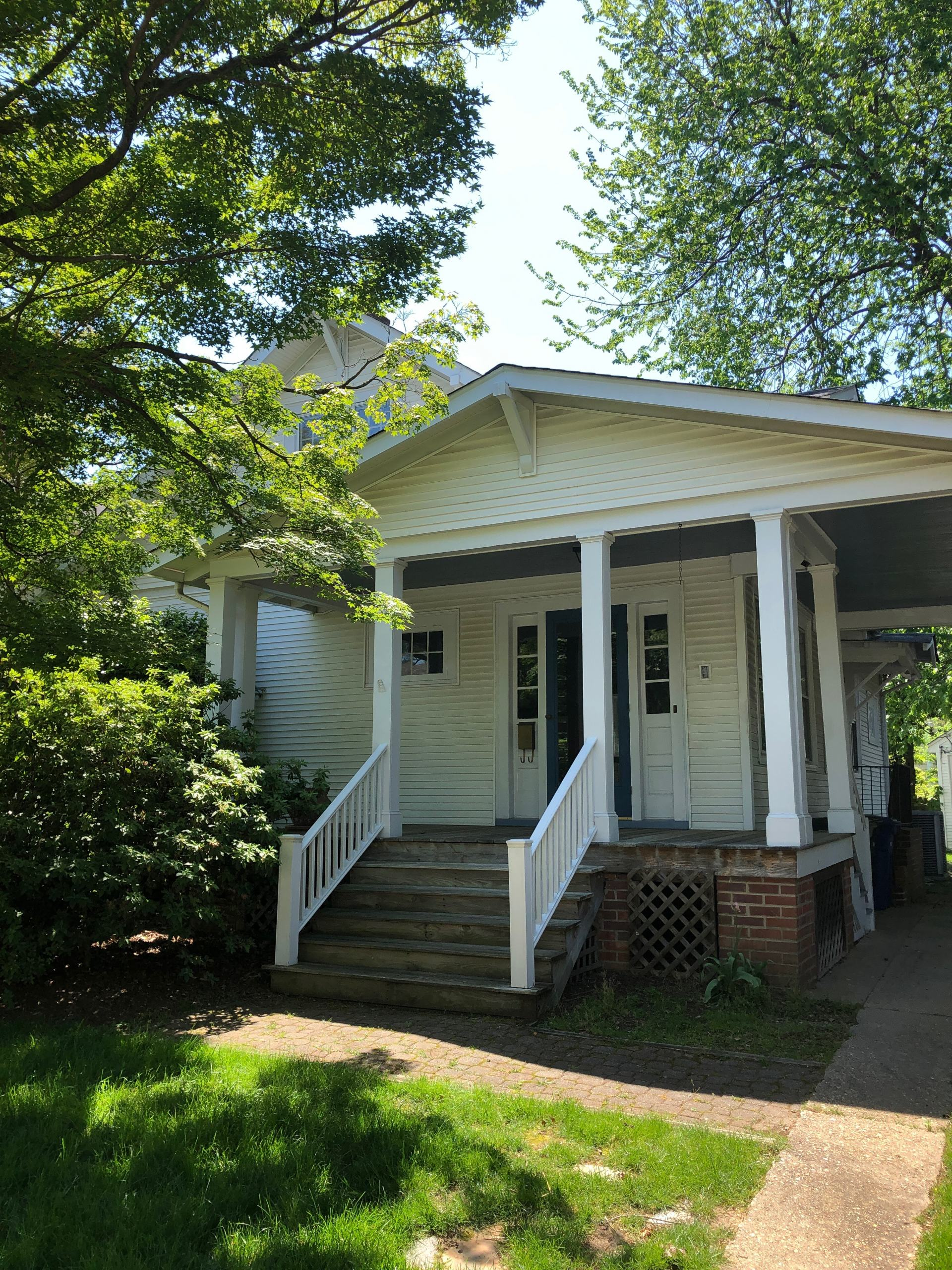 craftsman bungalow with carport