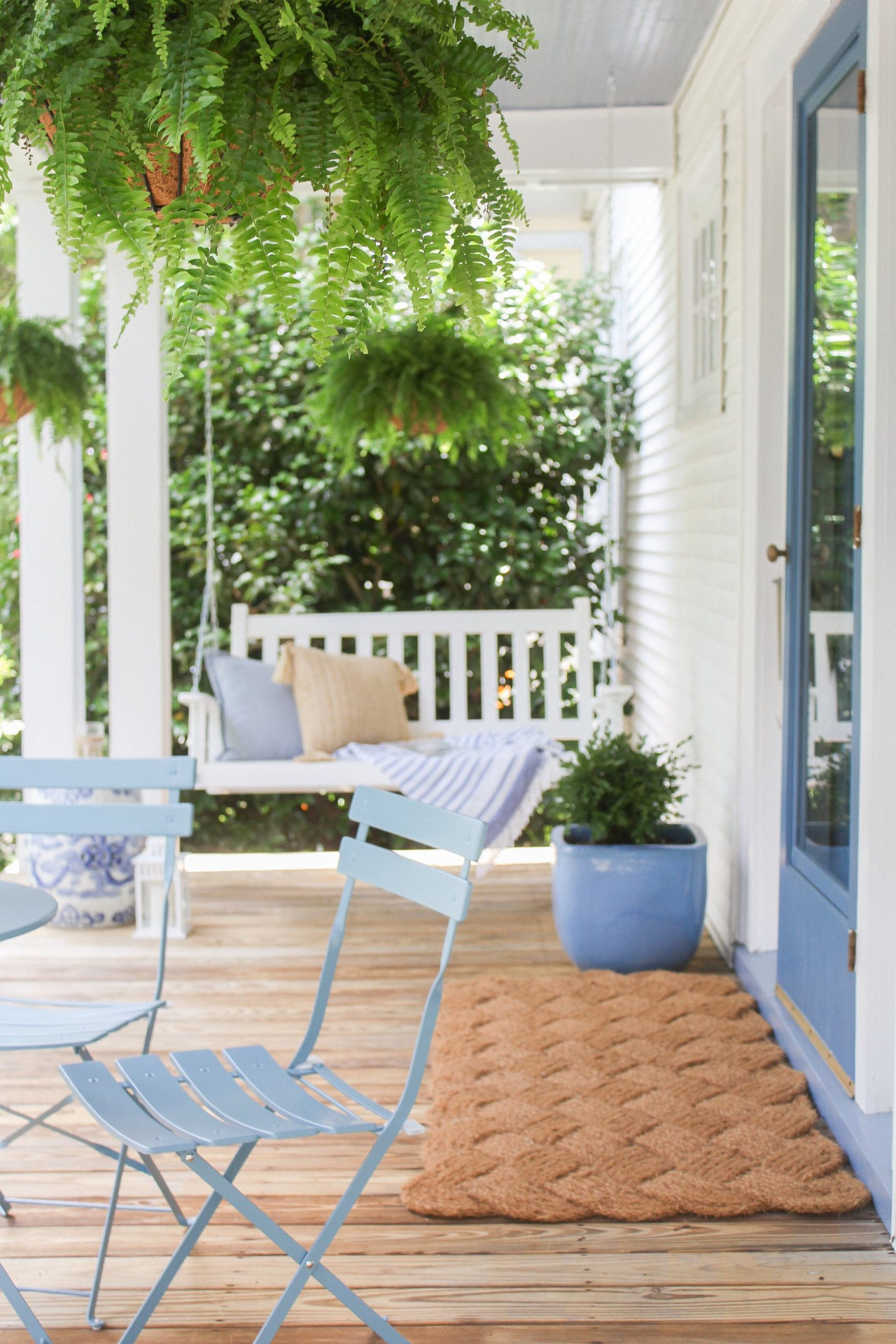 blue and white front porch with large sailors knot doormat