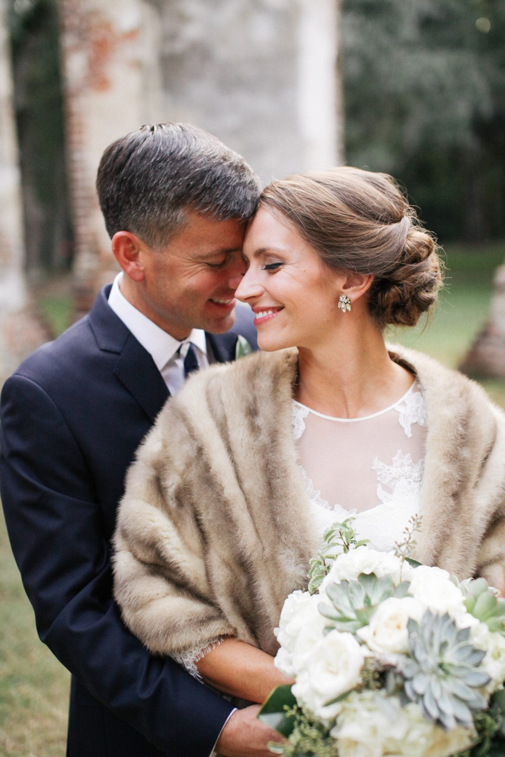 wedding photos fur stole
