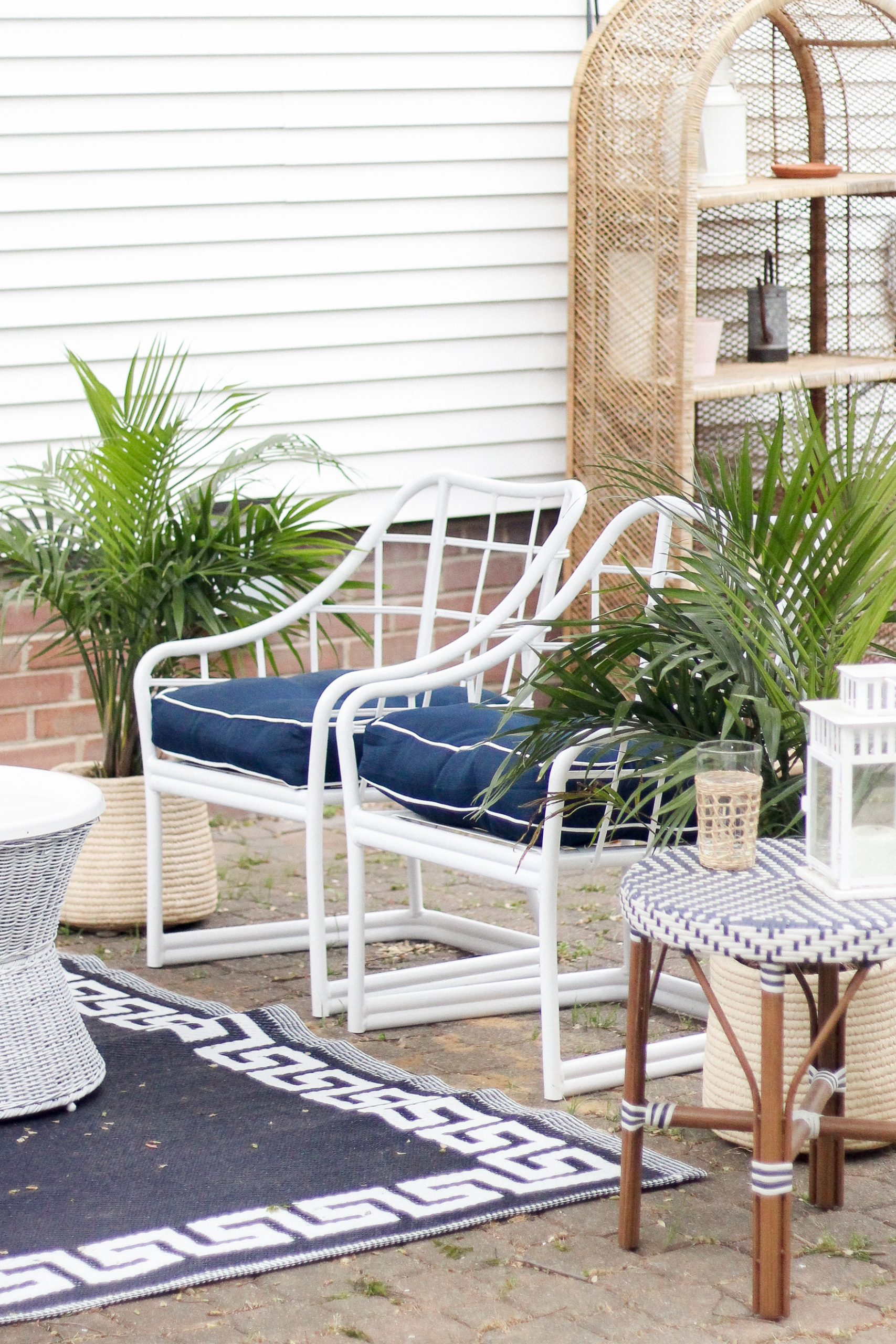 white outdoor chairs with blue cushions