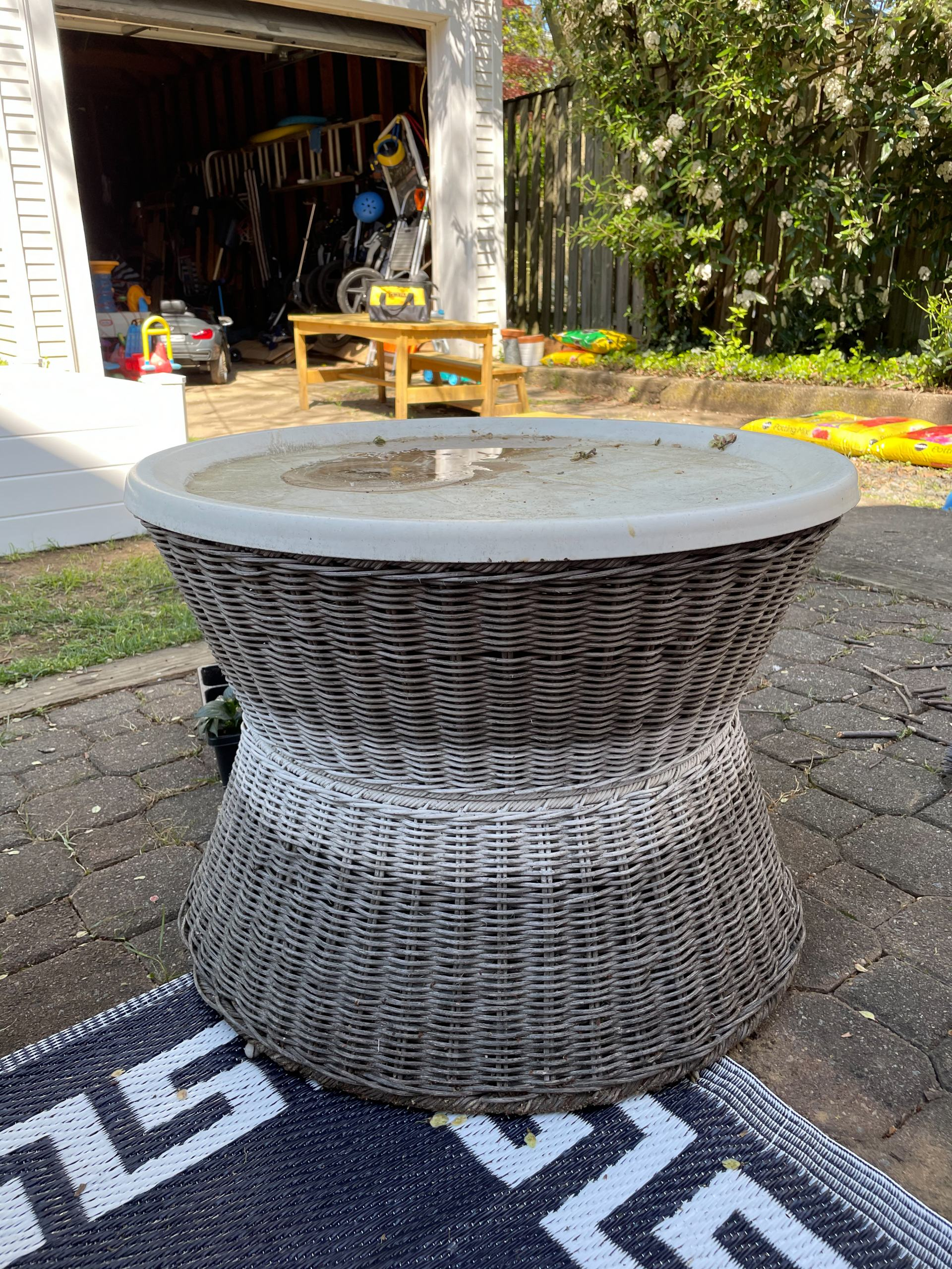 painting wicker table